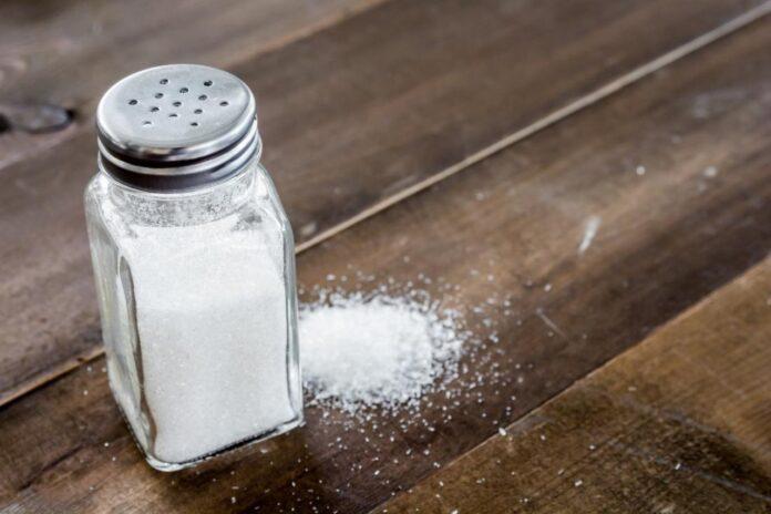 Популярные мифы о вреде соли опровергнуты врачами