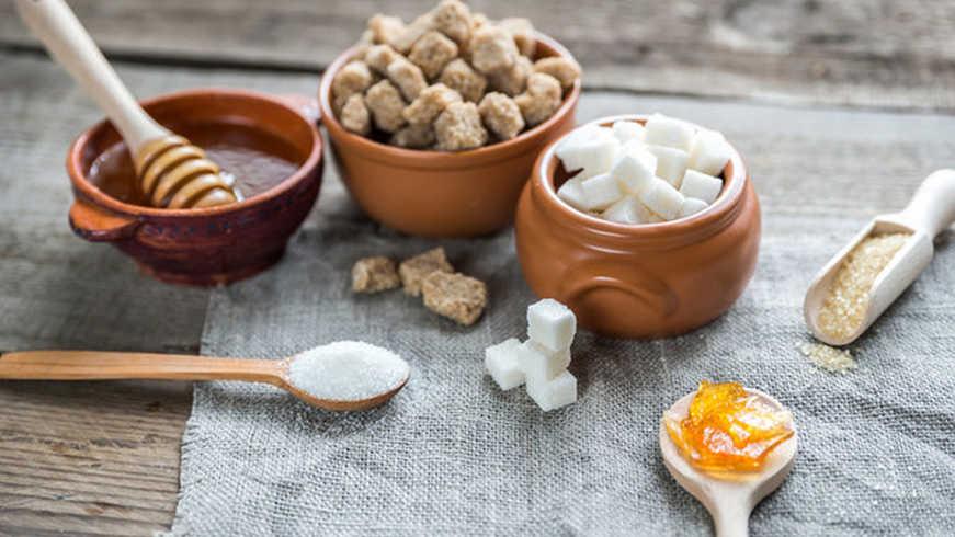 Стали известны веские причины заменять сахар медом