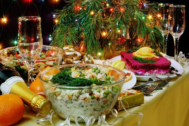 Как не переесть во время новогодних праздников - профессиональный совет от диетолога