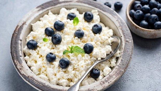 Чому варто регулярно їсти творог