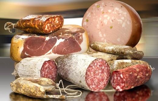 Диетолог: существует безопасная порция колбасы