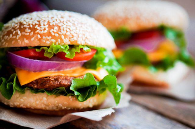 Ученные: почему сложно отказаться от вредной еды?