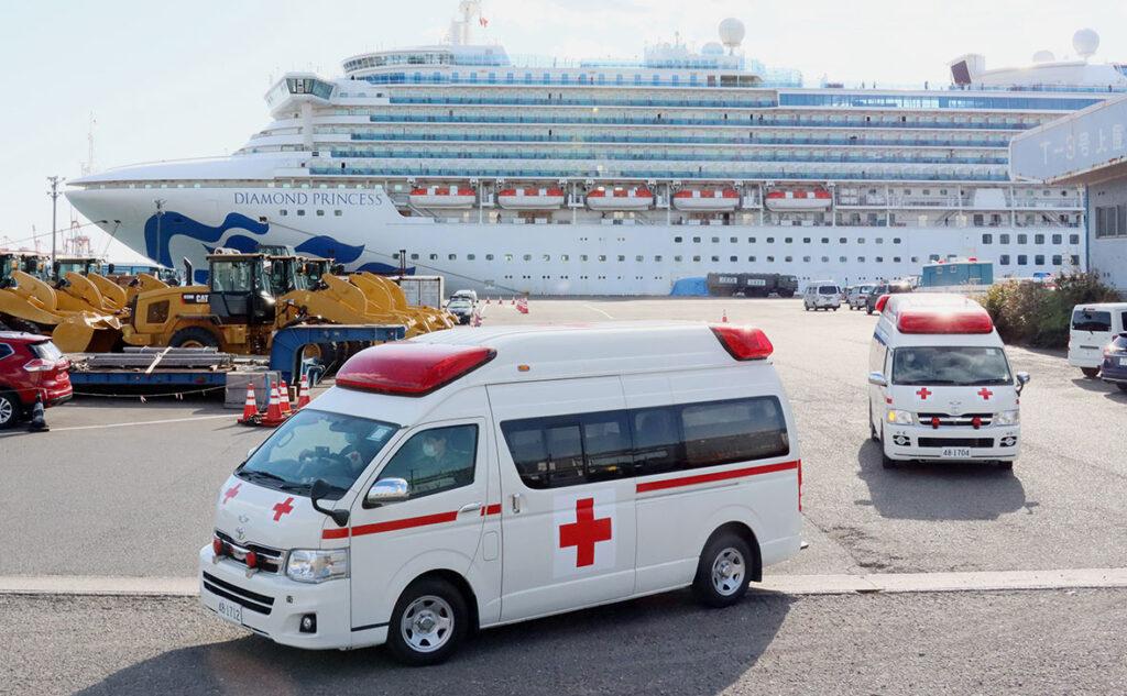 На круизном лайнере Diamond Princess есть первые погибшие от коронавируса (ВИДЕО)