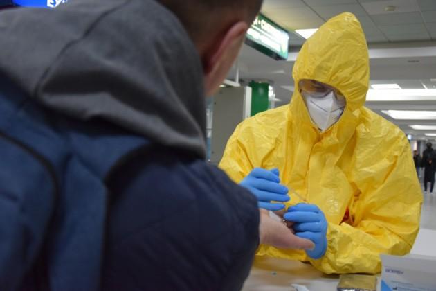 """В """"Борисполе"""" вернувшимся из Европы украинцам устроили жесткий """"тест-драйв"""", коронавирус обречен"""