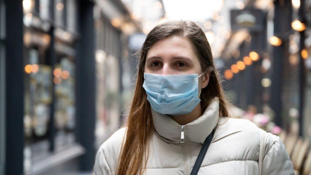 Маски против пандемии: что об этом думают врачи