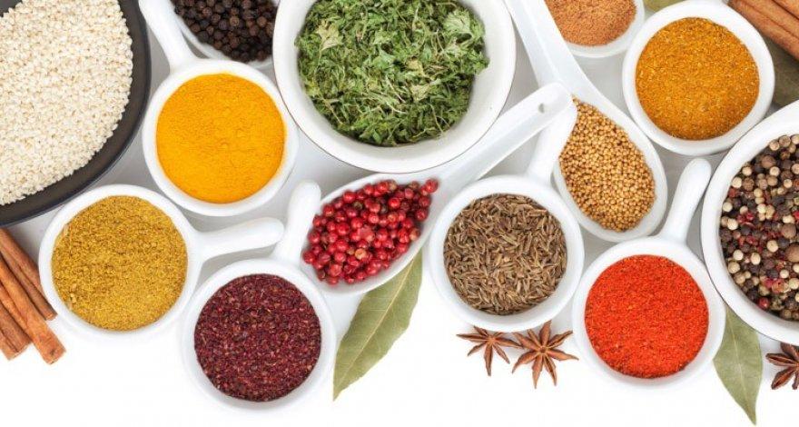 Названы специи и травы для эффективного похудения