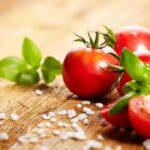 Кому надо исключить из своего рациона помидоры