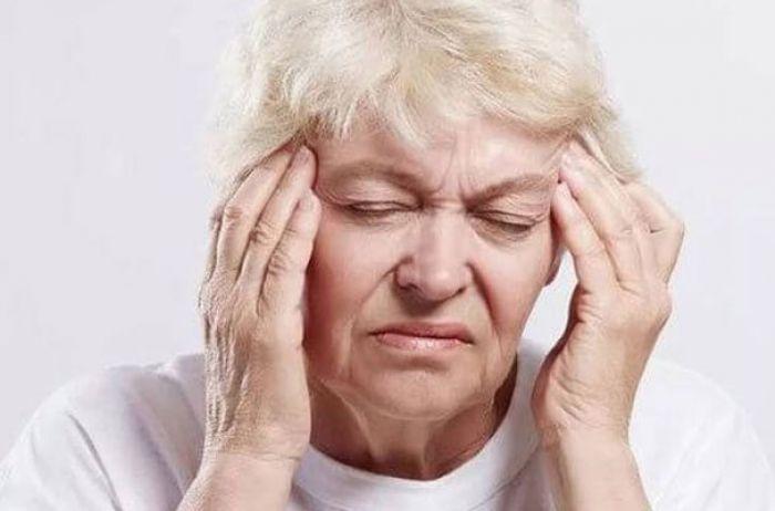 Шум в голове: поможет старинный бабушкин рецепт