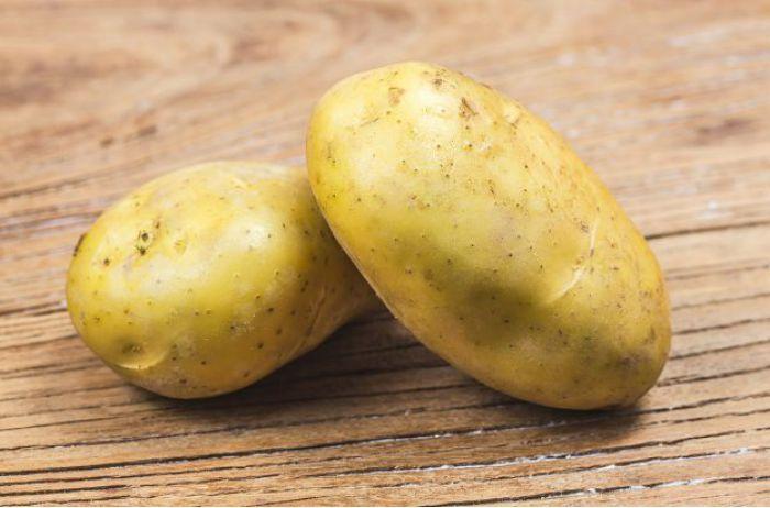 """Украинские магазины заполонил """"технический картофель"""": можно ли его есть"""