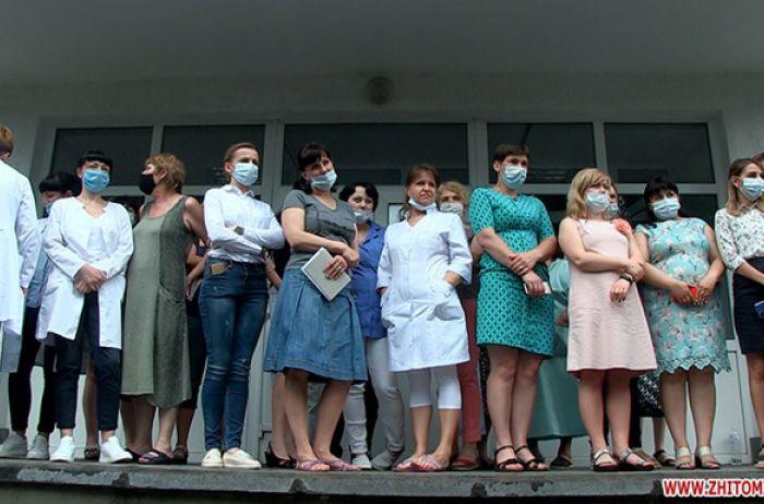 В Житомире медики не впустили в больницу главного санврача (ФОТО и ВИДЕО)