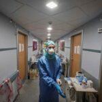 В МОЗ заявили, что уровень заболеваемости COVID-19 среди медиков в Украине упал вдвое