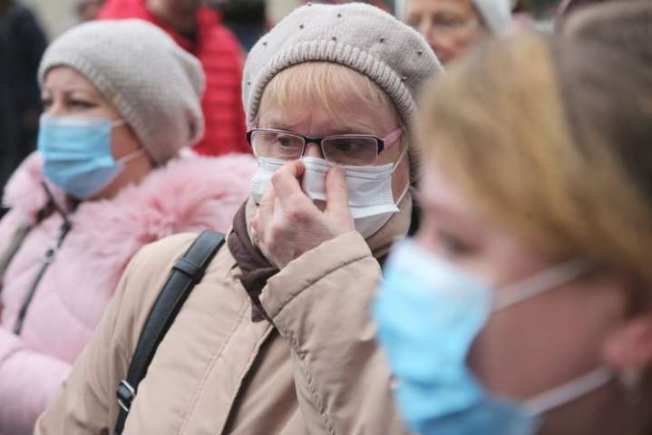 В Минздраве отменили перчатки и рассказали, где маски не нужны