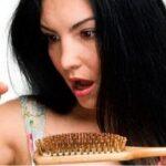 На карантине люди начали терять волосы: норма ли это?