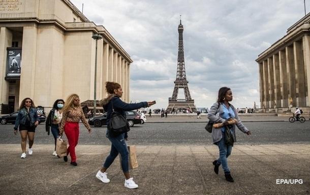 Правительство Франции ослабляет карантин