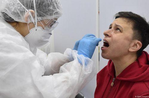 Врач-инфекционист объяснил, почему разные люди переносят COVID по разному
