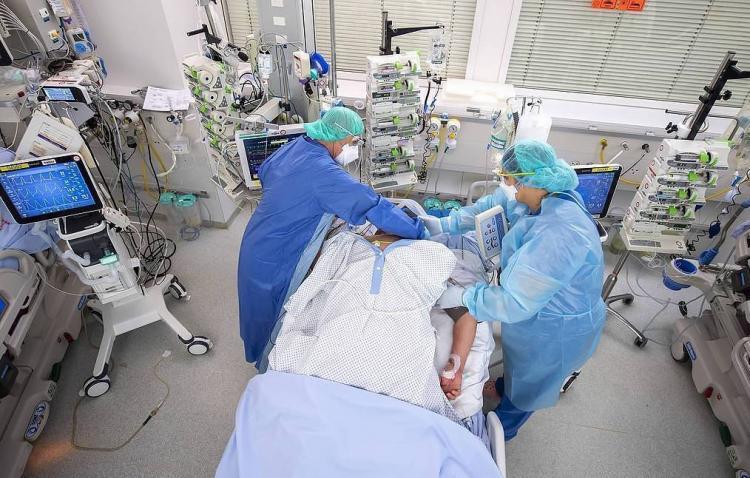 В мире более 900 тысяч жертв коронавируса