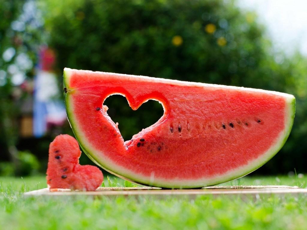 Диетологи развенчали популярные мифы об арбузной диете