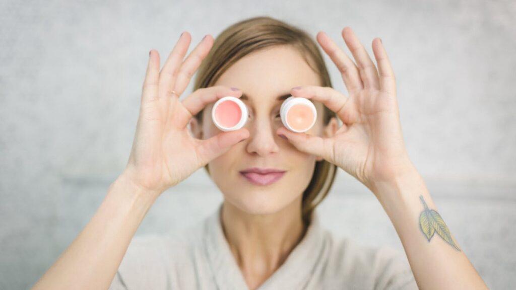 Специалисты развеяли популярные мифы о высыпаниях на коже