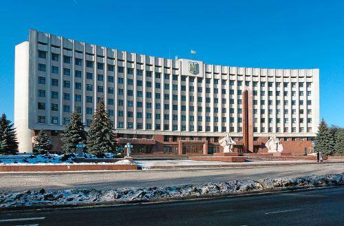 """Ивано-Франковск открывает детсады и школы, несмотря на """"красную зону"""""""