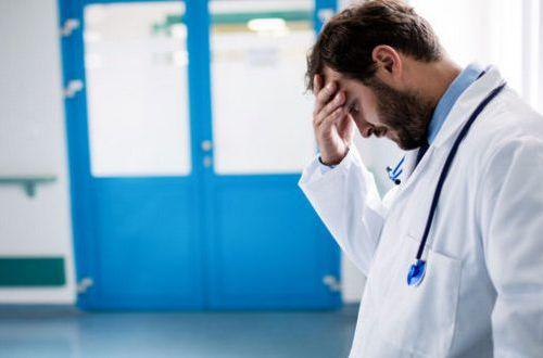 Зеленский пообещал врачам высокую зарплату, но денег не выделил