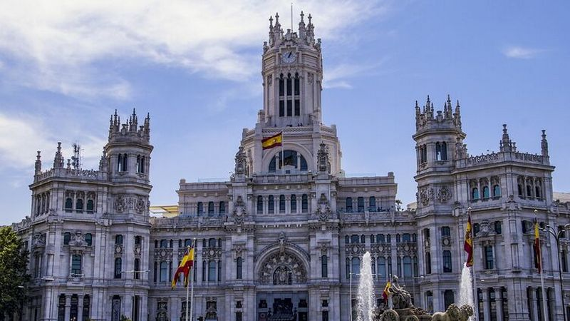 Мадрид закрывается на въезд и выезд до середины декабря
