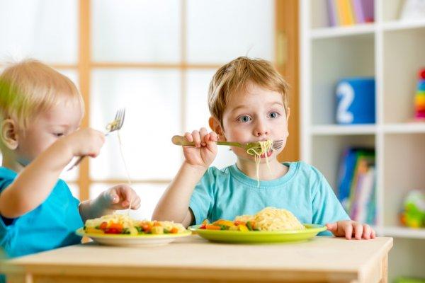 Доктор Комаровский объяснил украинцам, почему нельзя кормить чужих детей