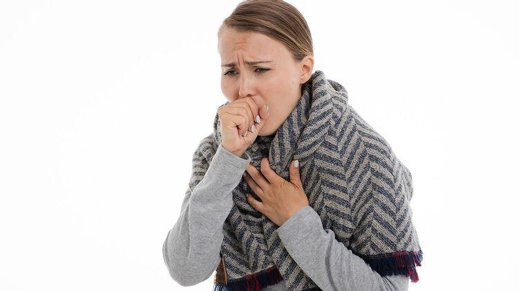 Комаровский перечислил основные признаки воспаления легких