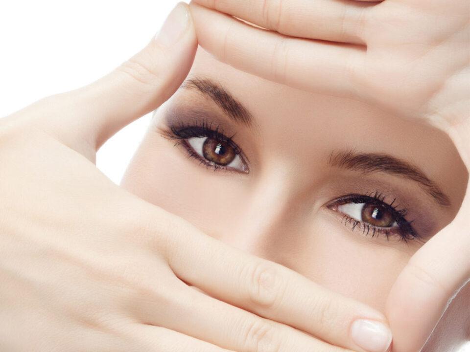 Как правильно заботиться за кожей вокруг глаз, советы косметологов