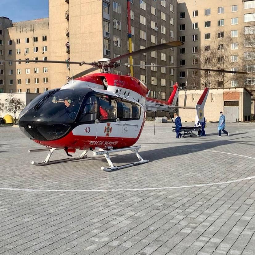 Впервые во Львове задействовали вертолет для доставки тяжелобольного пациента (ФОТО)