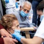 Во Франции семейная пара заболела COVID-19 после двух доз вакцины