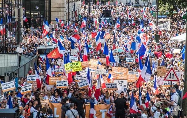 Во Франции массовые протесты из-за паспортов здоровья