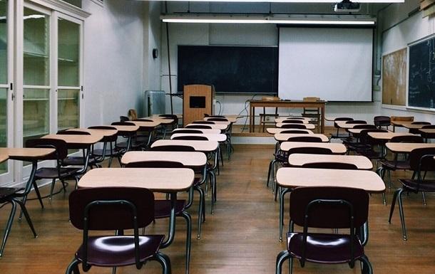 В США невакцинированный учитель вызвал вспышку COVID в школе