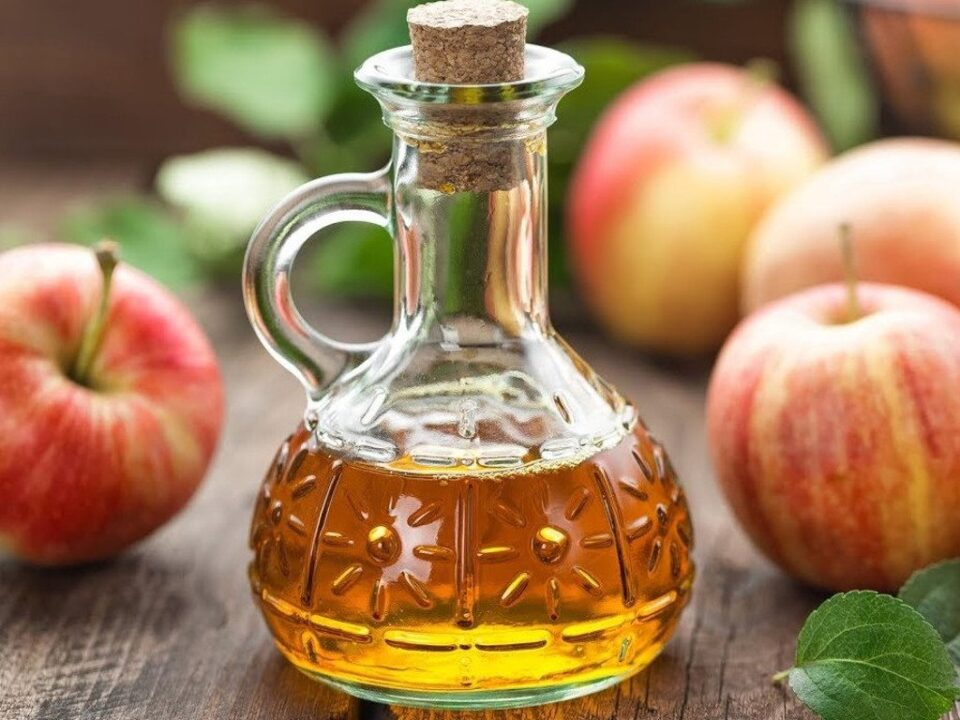 Для кожи и похудения: названы полезные свойства яблочного уксуса