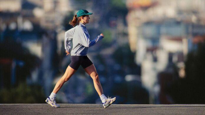 Какие болезни можно распознать по походке