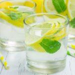 Полезные свойства воды с лимоном соком описали медики