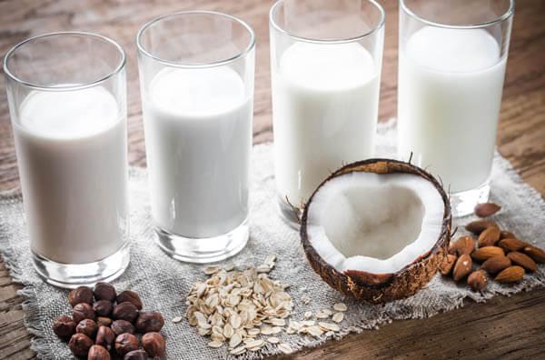 Можно ли взрослым пить молоко?