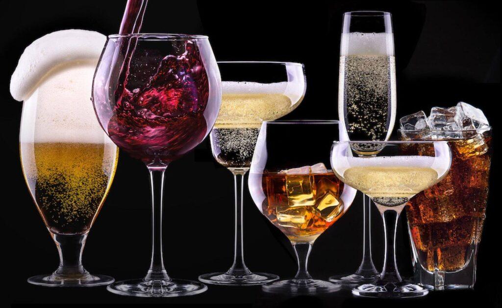 Врачи назвали вид алкоголя, который способен замедлить старение