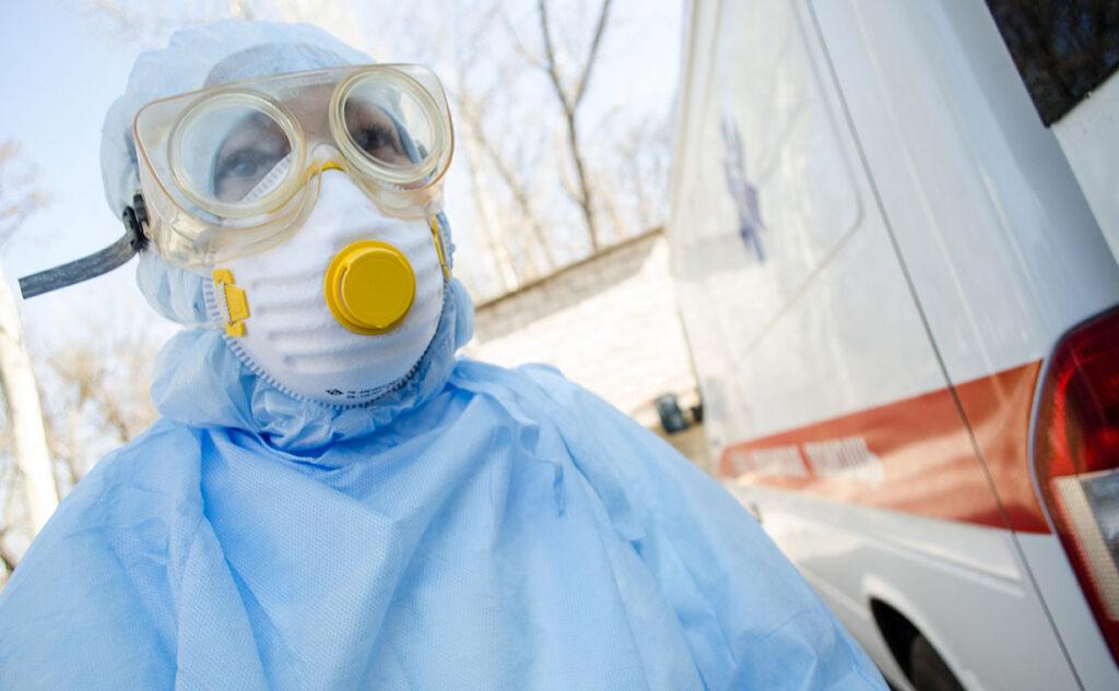 Школы в Украине закроются через месяц, а через два месяца медикам придется выбирать кого спасать, а кого нет - врач