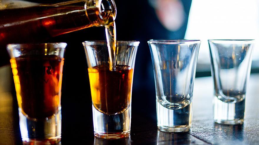 Ученые нашли алкогольный напиток, который по их мнению замедляет процессы старения