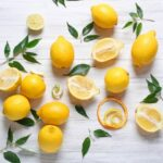 Диетологи объяснили кому противопоказан лимон