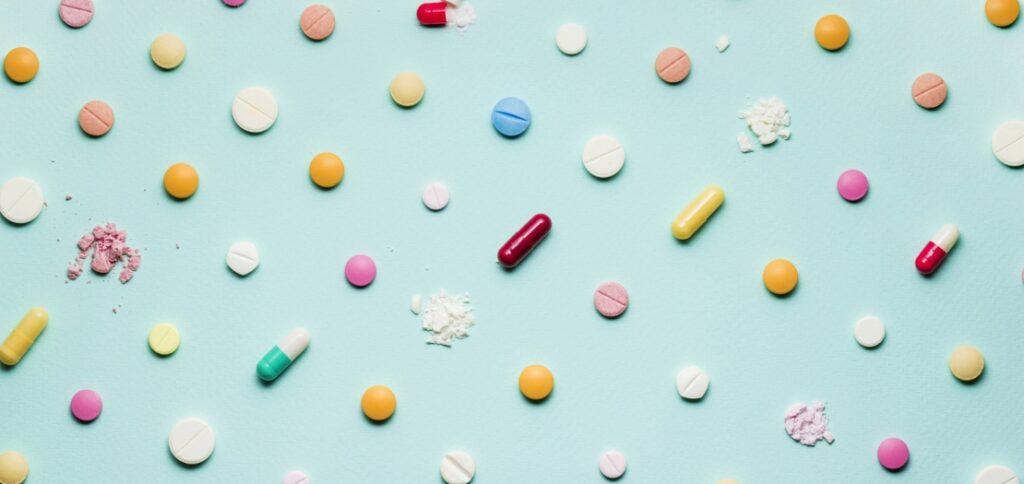 Медики уверяют, что не только доза, но и несовместность может превратить лекарство в яд