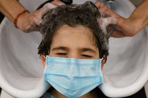 Учёные показали, как даже в маске можно заразиться COVID-19