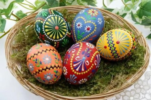 Диетологи подсказали, сколько за день можно съесть пасхальных яиц