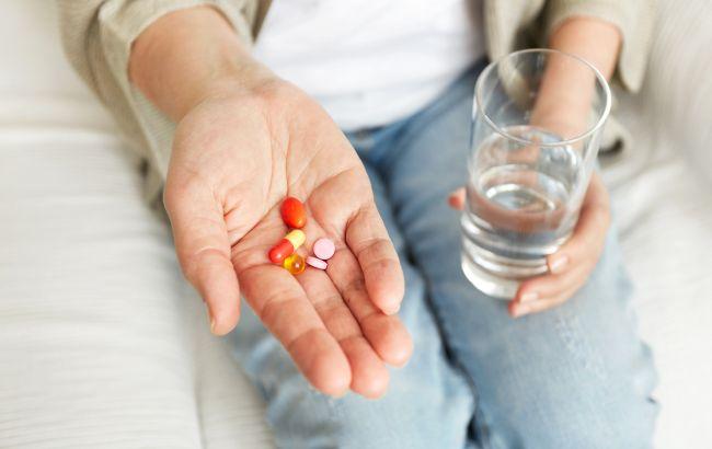 Антибиотикам дополнительные лекарства не нужны: Комаровский разрушил популярные мифы
