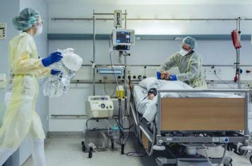 Атакует молодых и очень коварен: врач назвала особенности нового штамма COVID