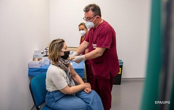 Из-за ошибки медиков девушка получила сразу шесть доз вакцины