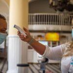 Нет желающих вакцинироваться: Венгрия раздаривает вакцины