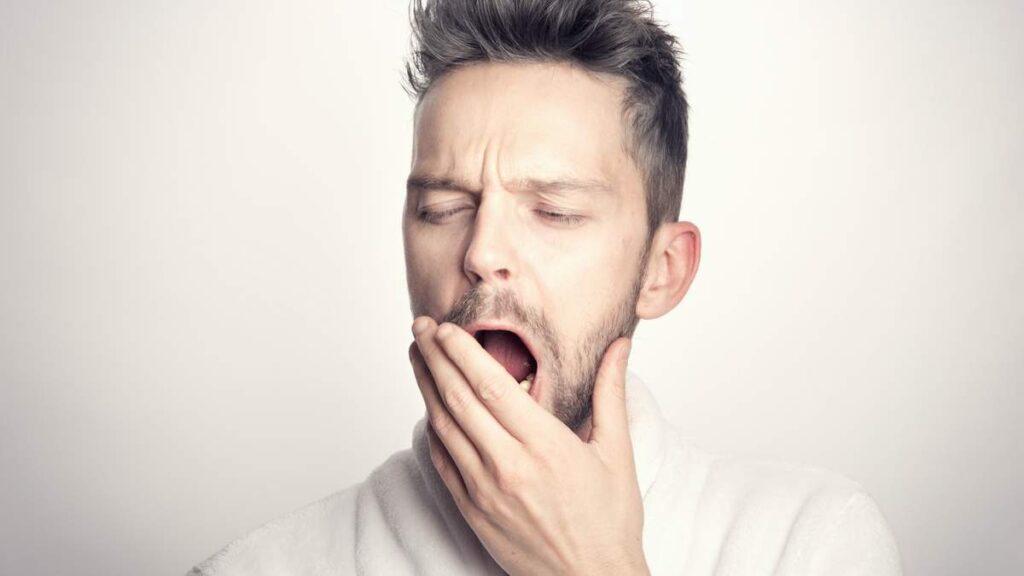 Запах перегара: простые способы вернуть дыханию свежесть