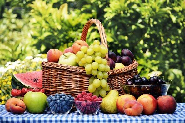 Названы ягоды и фрукты, которые полезно есть с косточками